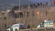 Hunderte stürmen Grenzzaun von spanischer Exklave