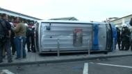Dutzende verletzte Polizisten bei Hooligan-Demo