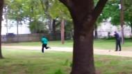 Dieses Amateurvideo soll Todesschüsse durch Polizisten zeigen