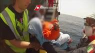 Italienische Küstenwache rettet Baby