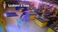 Polizist schlägt Supermarkt-Dieb in die Flucht