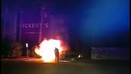 Mann aus brennendem Auto gerettet