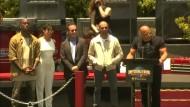 Spektakulärer Stunt und Stars bei der Eröffnung