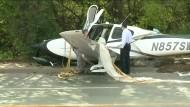 Sportflugzeug muss mit Fallschirm notlanden