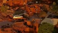 Giftige Schlammlawine begräbt ein Dorf