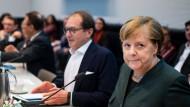 Vor der Fraktionssitzung: Dobrindt und Merkel