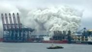 Containerbrand schränkt Betrieb von Brasiliens größtem Hafen ein