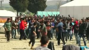 Flüchtling versucht sich aus Protest selbst anzuzünden