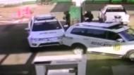Außer Kontrolle: Polizeiauto sorgt für Chaos auf Tankstelle