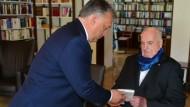 Viktor Orbán besucht Helmut Kohl