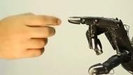Wissenschaftler bauen Roboterhand mit Human Touch