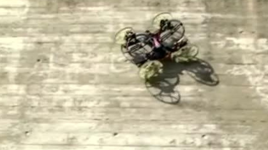 Roboter fährt scheinbar schwerelos Wände hoch