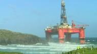 Sturm lässt Öl-Plattform vor Schottland auf Grund laufen