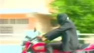 Kubaner fährt acht Kilometer blind auf dem Motorrad