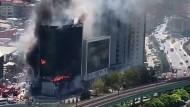 Großbrand in Istanbuler Bürogebäude