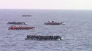 Spanische Polizei rettet mehr als 1200 Flüchtlinge