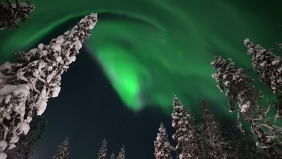 Hobbyfilmer filmt Polarlichter über Finnland