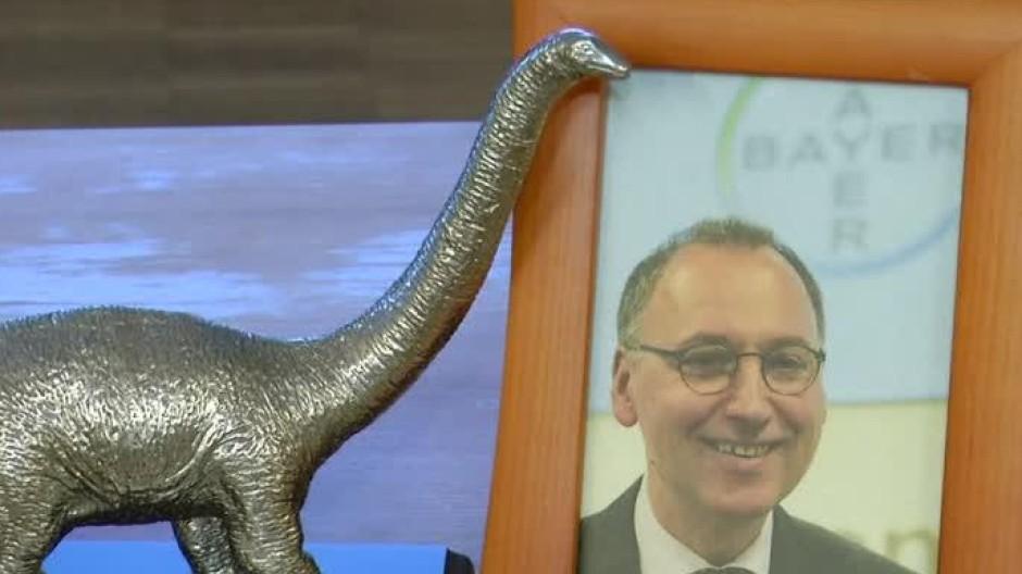 """Bayer-Chef kriegt den """"Dinosaurier des Jahres"""""""