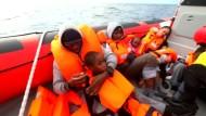 Mehr als 100 Flüchtlinge auf dem Mittelmeer gerettet
