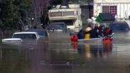 Hunderte fliehen vor Überschwemmungen