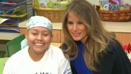 Melania Trump liest Kindern im Krankenhaus vor