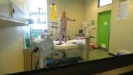 Krebspatientin tanzt fröhlich gegen ihre Krankheit an