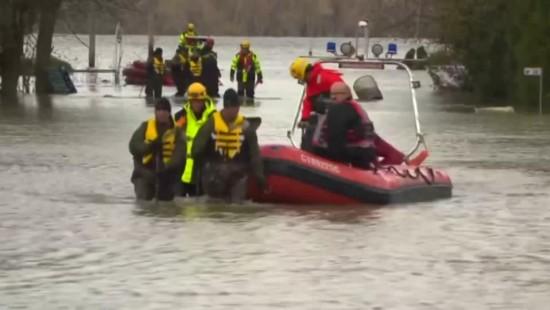 Lage in Hochwassergebieten weiter kritisch
