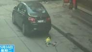 Kleinkind wird überfahren und bleibt unverletzt