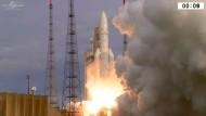 Ariane-5-Rakete bringt zwei Satelliten ins All