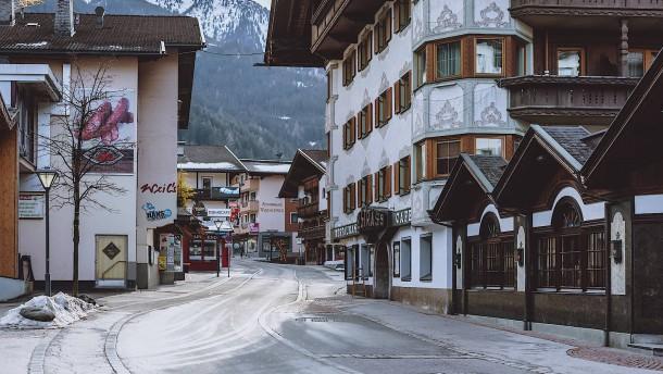 Österreich spricht Reisewarnung für Tirol aus