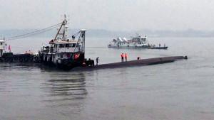 Schiff mit mehr als 400 Passagieren sinkt auf Jangtse