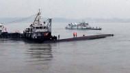 Schiff mit über 400 Menschen an Bord gesunken