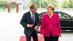 Tusk will Aufnahmezentren für Flüchtlinge außerhalb der EU