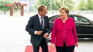EU-Ratspräsident Donald Tusk mit Kanzlerin Angela Merkel (CDU) am Dienstag in Berlin