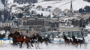 Jockeys and their horses attWork-Life-Balance im Lot? Jockeys in St, Moritz