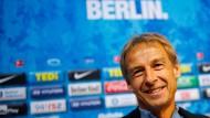Jürgen Klinsmann bei seiner Pressekonferenz in Berlin