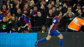 Pedro feiert mit den Fans dir Führung für Barcelona