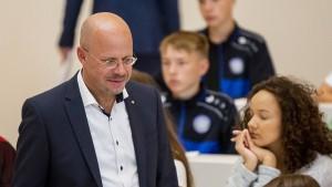 """AfD-Politiker Kalbitz nennt Schüler """"verblendet"""""""
