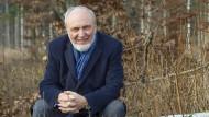 Hans-Werner Sinn im Wald bei Gauting (Landkreis Starnberg). Am 7. März feiert der Ökonom seinen 70. Geburtstag.