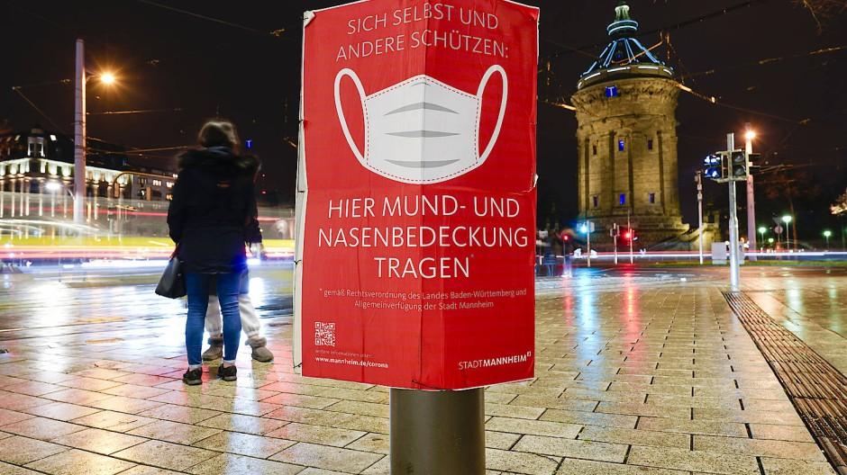 Maskenpflicht in der Innenstadt von Mannheim: In der Stadt gilt wegen hoher Corona-Infektionswerte bis zum 14. Dezember eine Ausgangsbeschränkung.