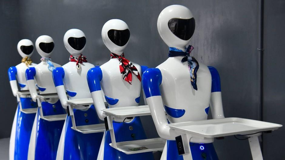 Roboter und Algorithmen übernehmen immer mehr unserer Arbeit, deswegen muss sich auch die Art der Altersversorgung ändern.