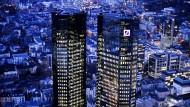 Die Firmenzentrale der Deutschen Bank in Frankfurt (Archivbild)