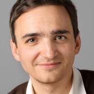 """Philipp Krohn  - Portraitaufnahme für das Blaue Buch """"Die Redaktion stellt sich vor"""" der Frankfurter Allgemeinen Zeitung"""