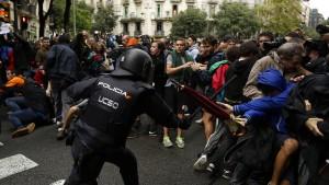 Polizei greift in Katalonien brutal durch