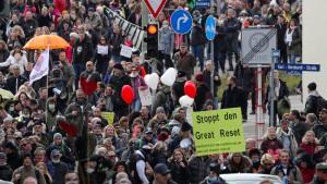 """Verwaltungsgerichtshof verteidigt sich nach """"Querdenker""""-Demonstration"""