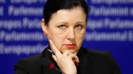 """EU-Verbraucherkommissarin nennt Facebook einen """"Drecks-Kanal"""""""