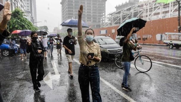 Zusammenhalt der Demonstranten in Myanmar setzt Militär unter Druck