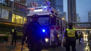 Polizei setzt Tränengas und Wasserwerfer ein