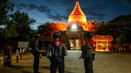 Polizei in Burma schützt Tempel vor Plünderern