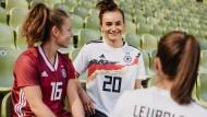"""""""Frauenspezifisches Design"""": Die Trikots zur WM in diesem Sommer."""